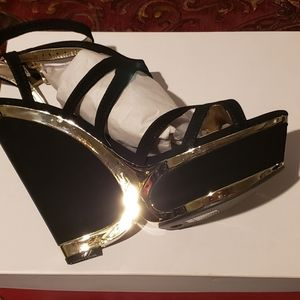 NEW 11 Black Gold Wedge Heels